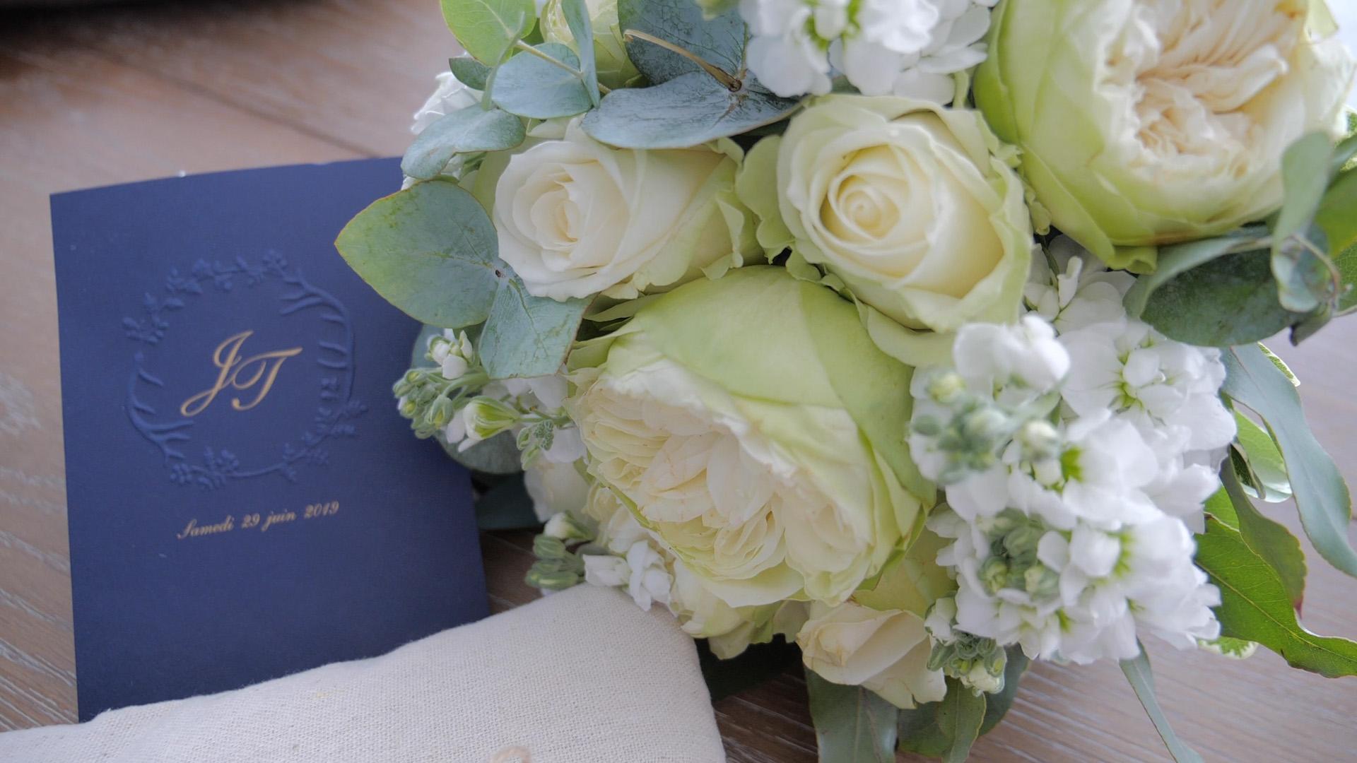 video de mariage bouquet et invitation